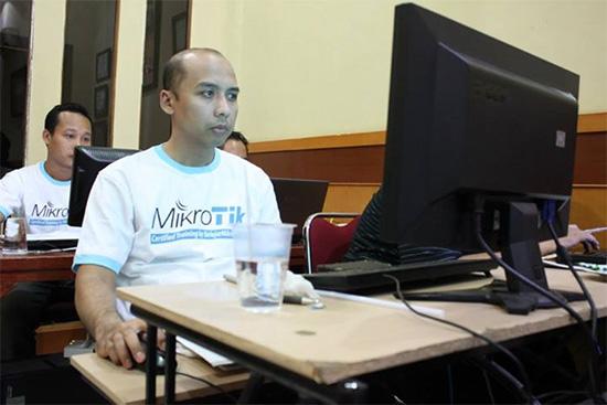 Pak Dedi Irawan, lulus dan memiliki sertifikat MTCNA Internasional